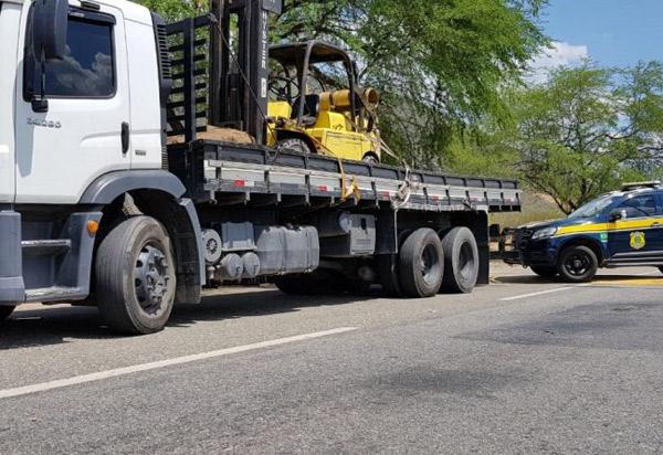 Caminhão roubado no Rio de Janeiro é recuperado pela PRF em Jequié com placas clonadas