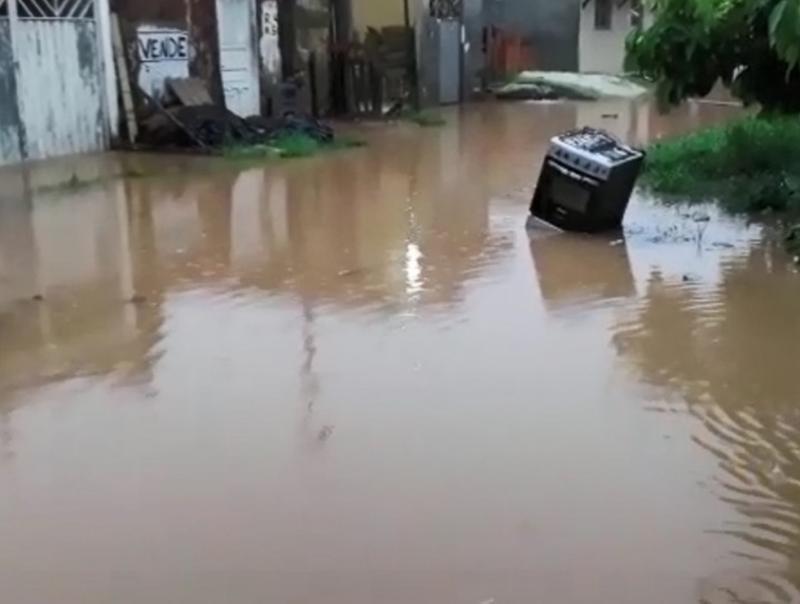 Chuva causa alagamentos e deslizamentos no sul da Bahia; famílias ficam desalojadas