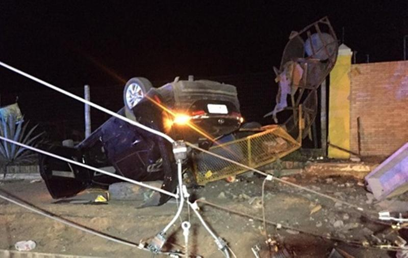 Bahia: Adolescente de 17 anos morre e três pessoas ficam feridas após carro bater em poste