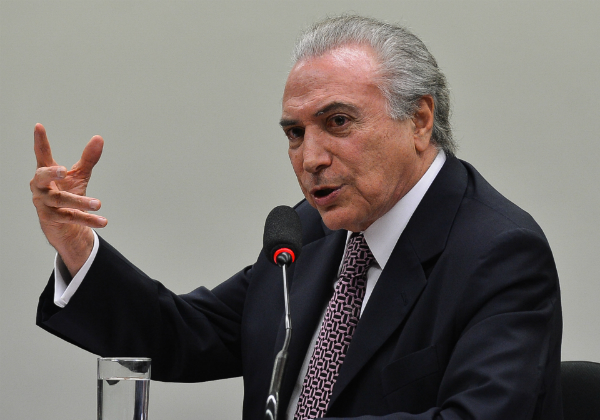 Formalidade em mensagem de Temer a Moreira Franco no WhatsApp chama atenção
