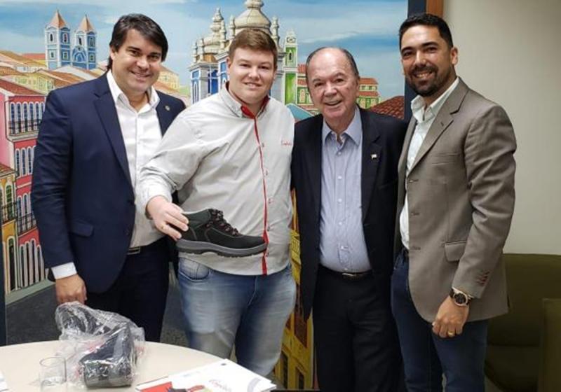Empresa de calçados gaúcha assina protocolo de intenções com o governo do Estado