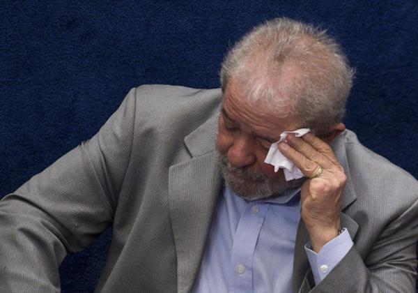 Governo federal gasta mais de meio milhão por ano com assessores de Lula