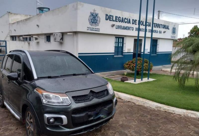 Livramento de Nossa Senhora: Polícia Civil apreende veículo com sinais de adulteração