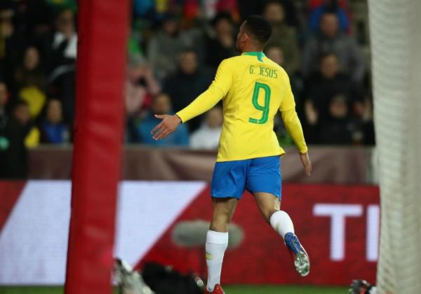 Brasil vence República Tcheca de virada por 3 a 1