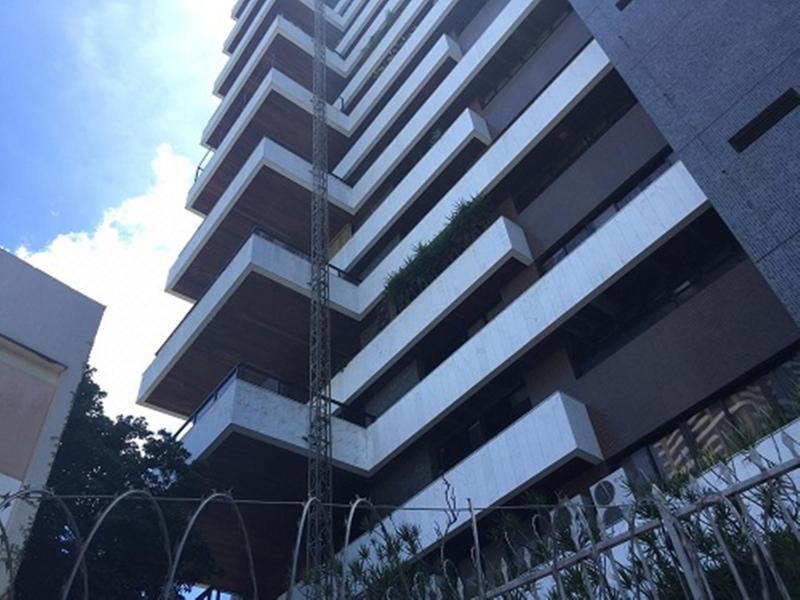 Dois trabalhadores morrem após elevador despencar de prédio de luxo em Salvador